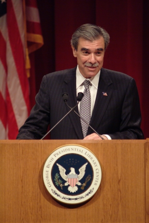 CA200510D-0060   The Honorable Carlos Gutierrez, Secretary of Commerce, gives his acceptance speech following receiving the McLane Leadership in Business Award, 12 Apr 05.  Photo Credit:  ©George Bush Presidential Library Foundation; Chandler Arden, photographer